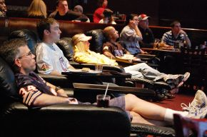 800px-2009_ESPN_Zone_Chicago_Ultimate_Couch_Potato_Contestant_-_Steve_Janowski_03