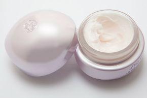 Cream_in_round_container