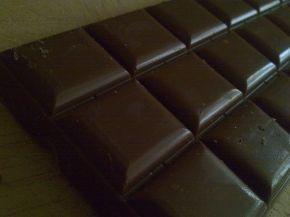 1280px-Tableta_de_chocolate_negro
